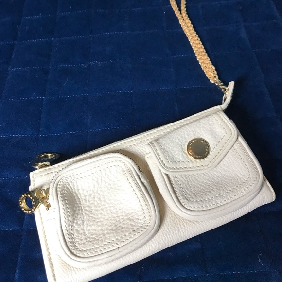 Marc Jacobs Handbags - DAILY DEAL⚡️CREAM LEATHER MARC JACOBS CLUTCH